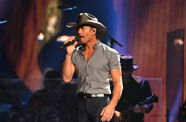 Tim McGraw performs in 2017