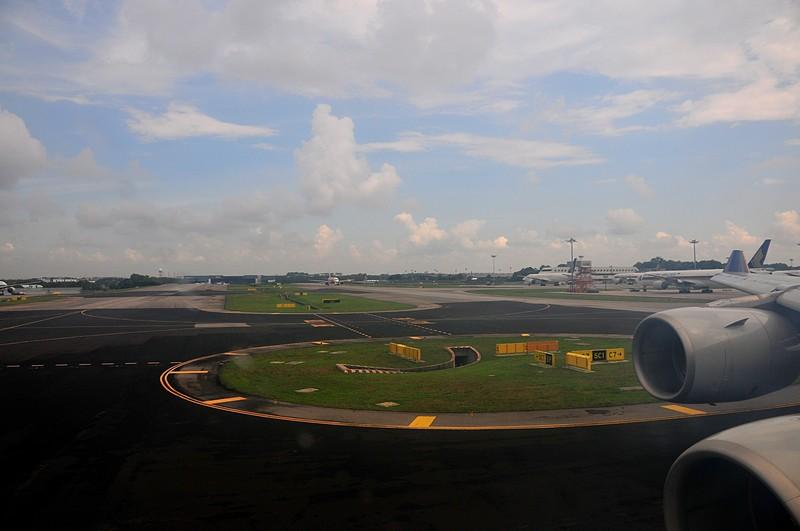 apr 01 1230 sq22 runway turn