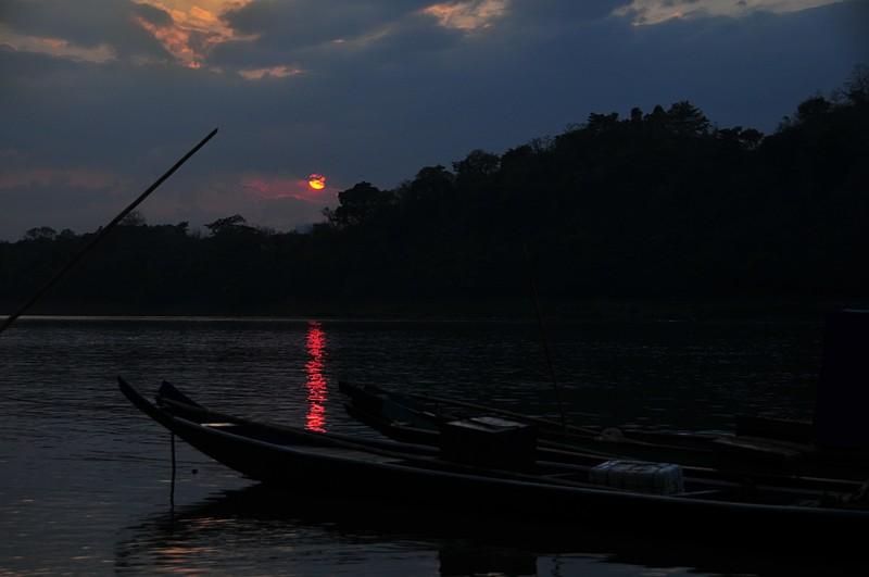apr 01 2992 sunset over mekong