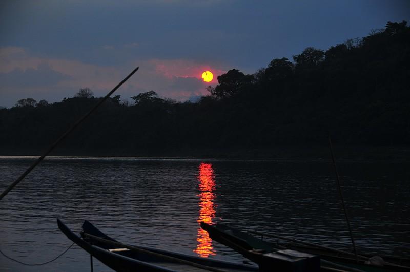 apr 01 3018 sunset luang prabang