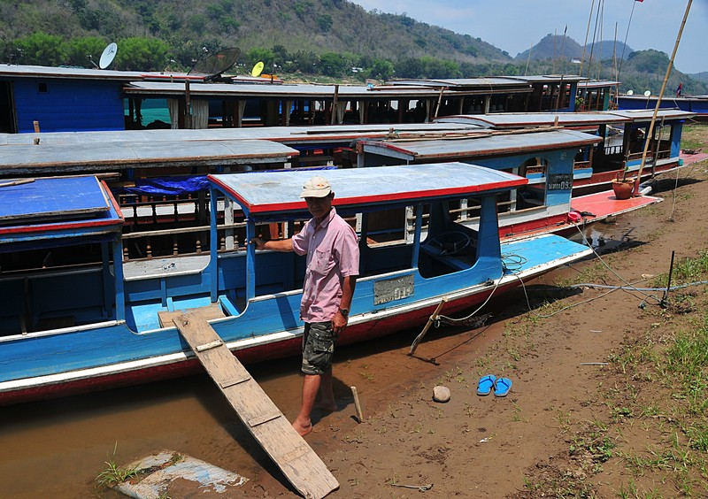 apr 02 3622 driver boat gangplank