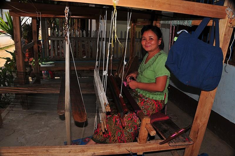 apr 02 3789 smiling weaver