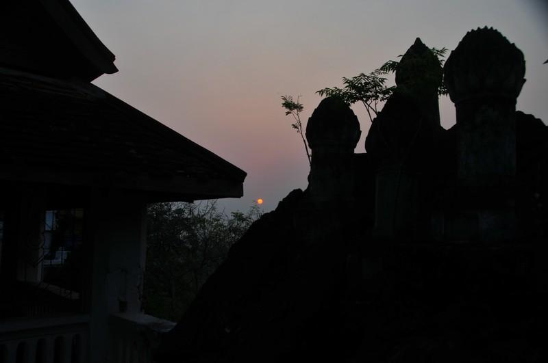 apr 04 4932 temple hazy sunrise