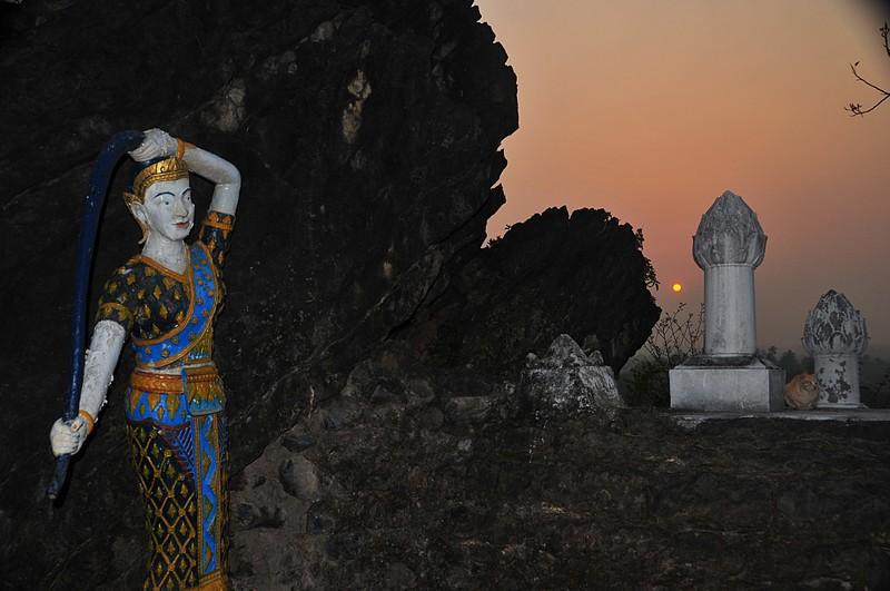 apr 04 4939 temple sunrise