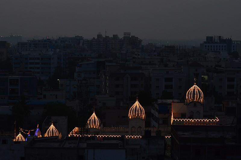 apr 07 9351 mosque lights