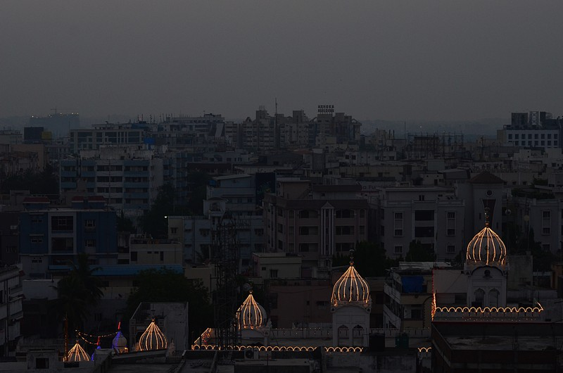 apr 07 9355 mosque lights