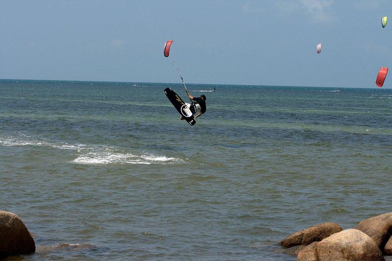aug 02 6395 kite jump 2 gimp