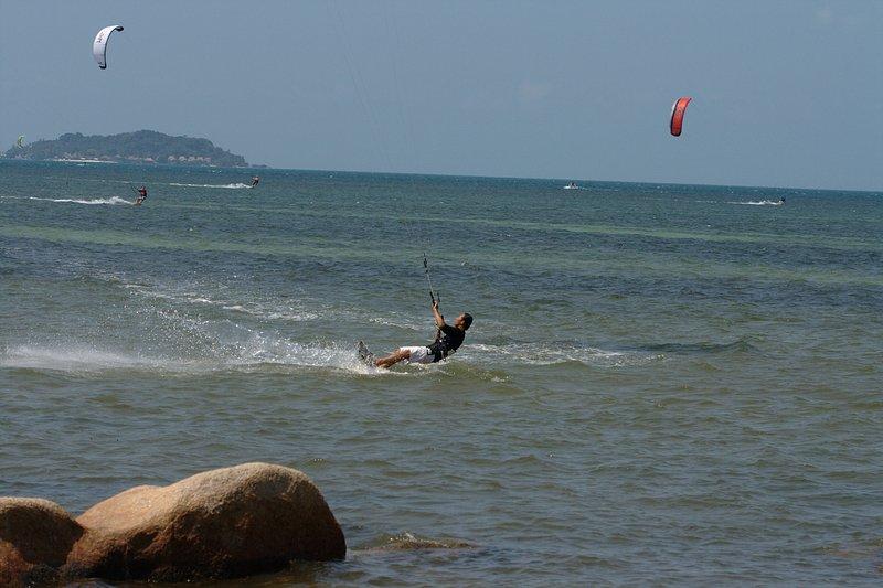 aug 02 6399 kite jump 5 gimp