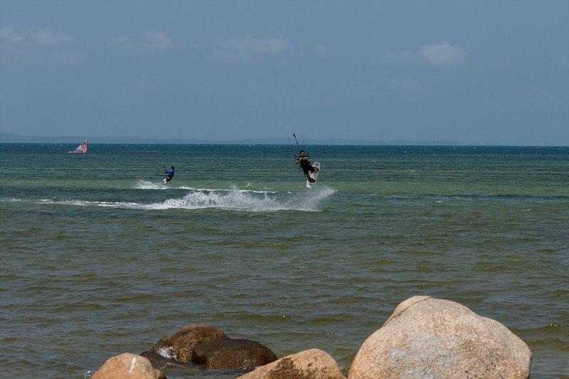 aug 02 6407 kite jump 0