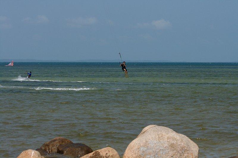 aug 02 6409 kite jump 2