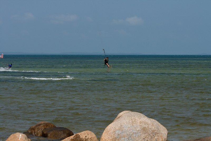 aug 02 6410 kite jump 3