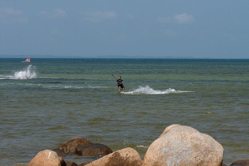 aug 02 6413 kite jump 6 landing