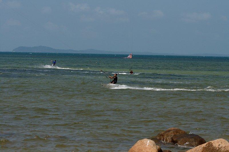 aug 02 6414 kite jump 7 landing