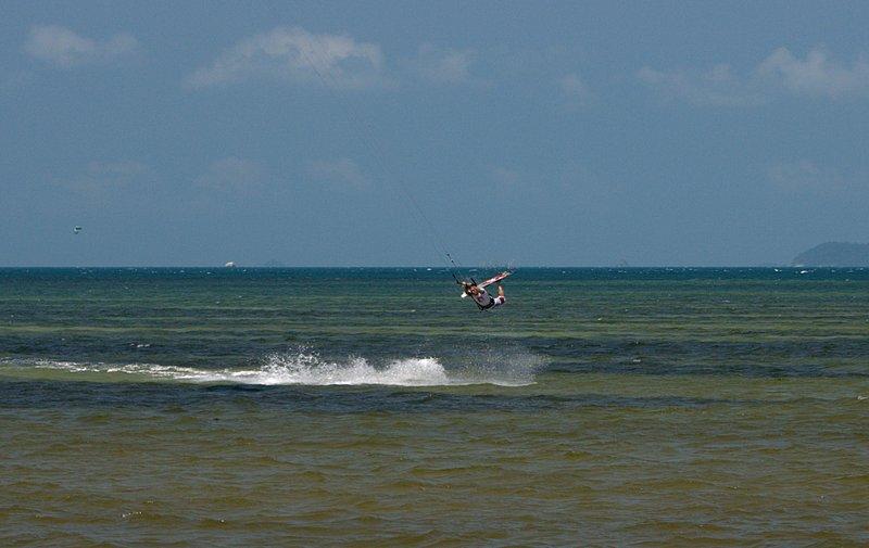 aug 02 6437 kite flying upside down