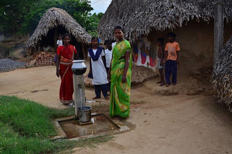 aug 04 3978 water ladies