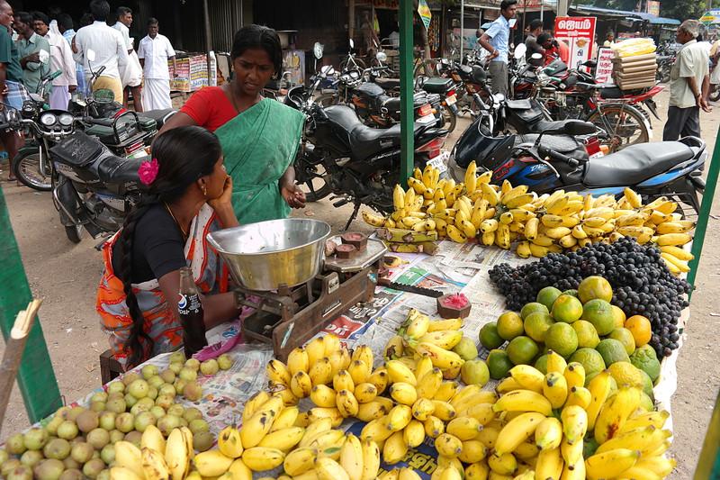 dec 01 0350 banana lady
