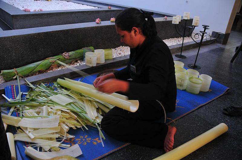 dec 23 9176 making flowers