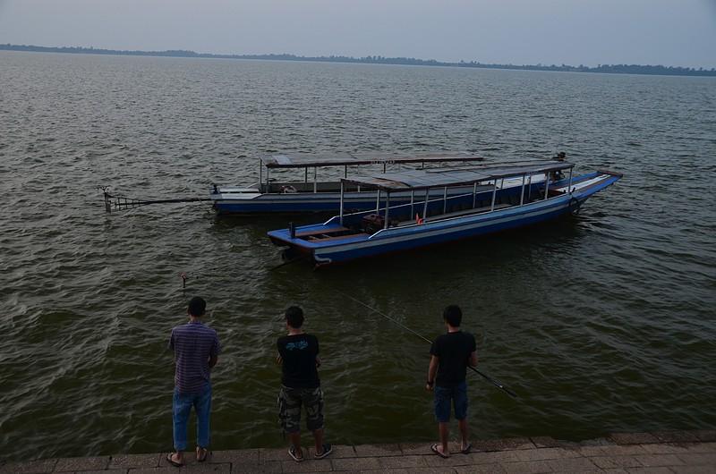 dec 25 0023 boat tied up