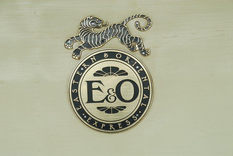 dec 25 0652 e and o symbol