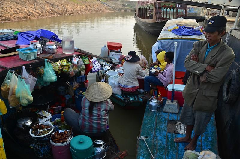 dec 25 9159 floating market