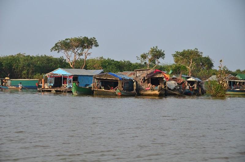 dec 25 9183 floating village