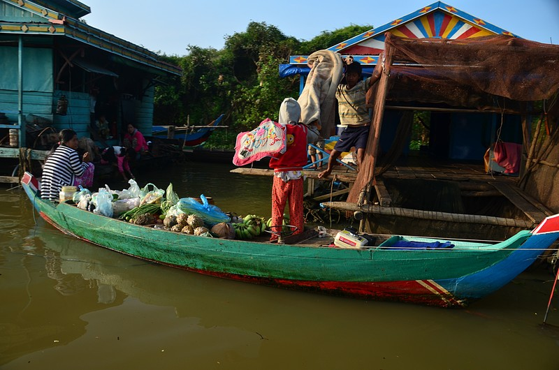dec 25 9228 floating market