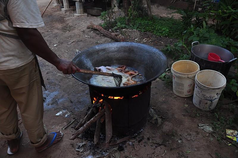 dec 26 3876 frying chicken