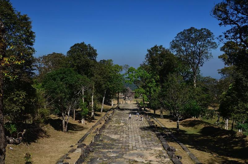 dec 27 0922 temple walkway