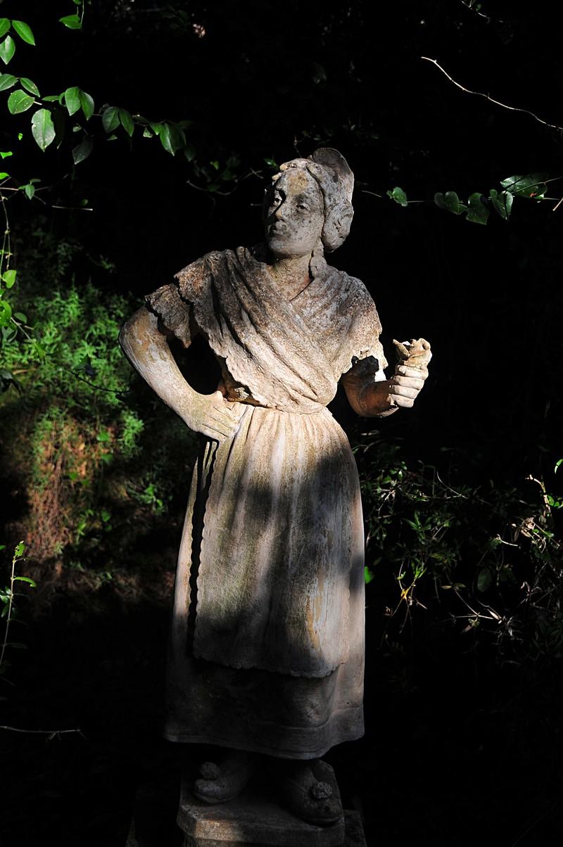 feb 20 7695 fallera statue