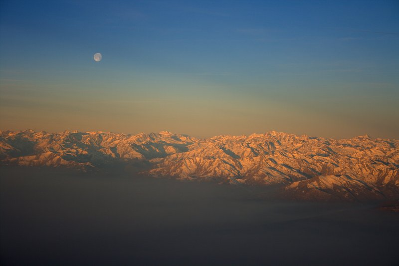feb 23 9478 moon over alps
