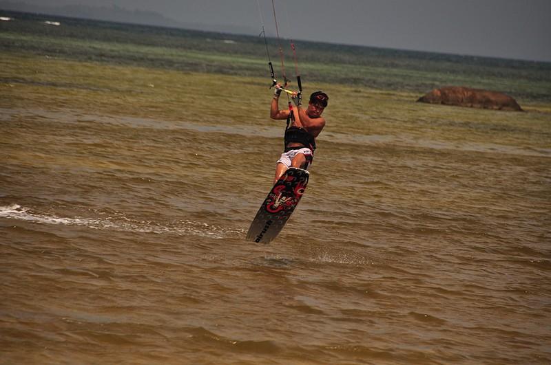 jul 31 7685 kiter landing