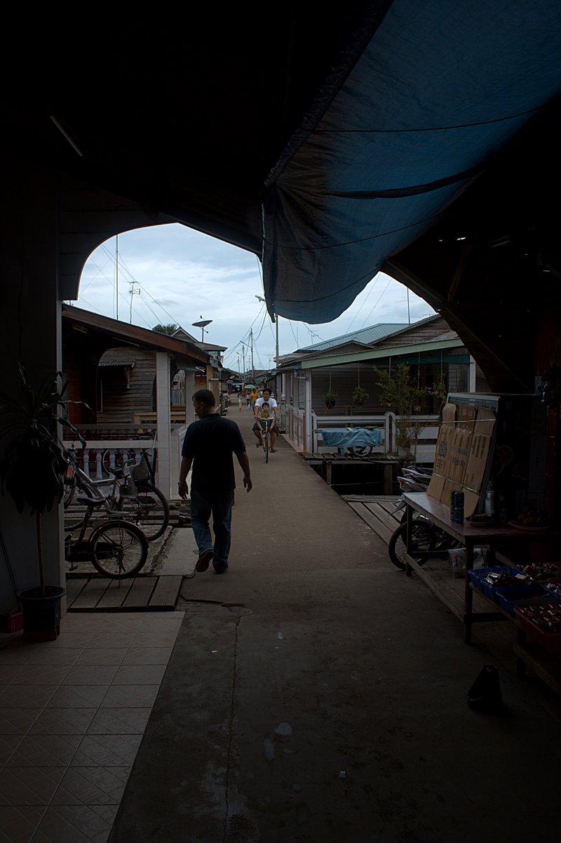 jun 08 4689 narrow street