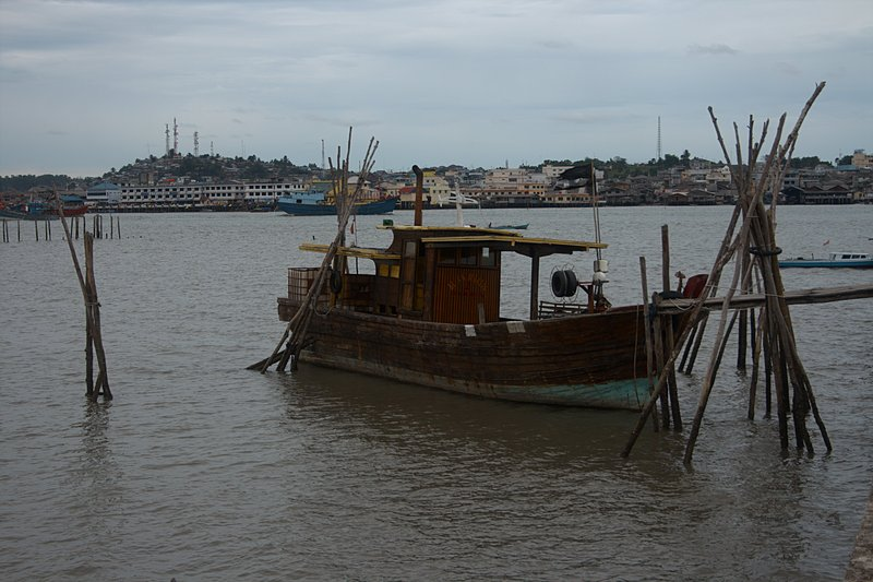 jun 08 4701 waiting fishing boat