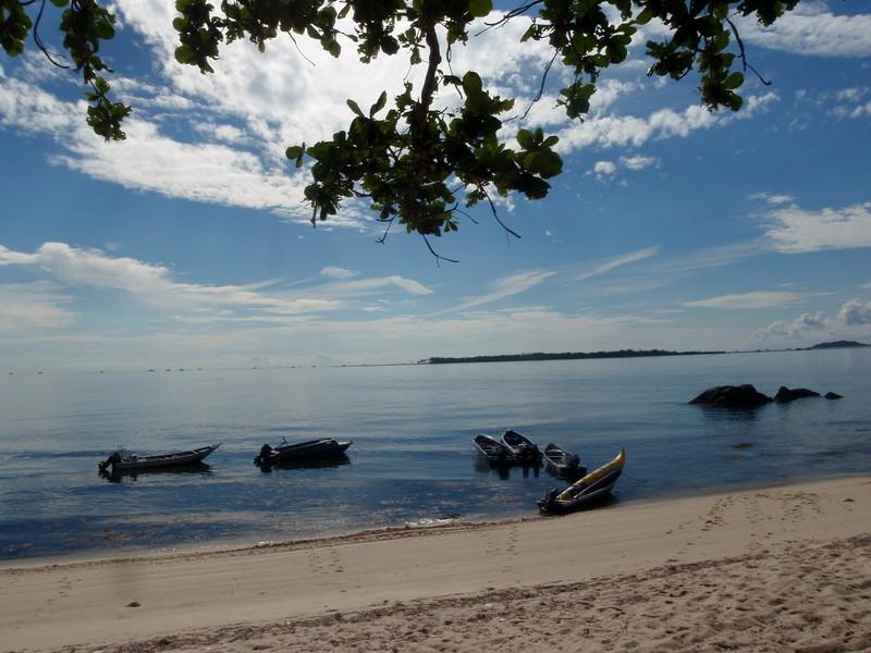 jun 19 2096 trikora beach)boats
