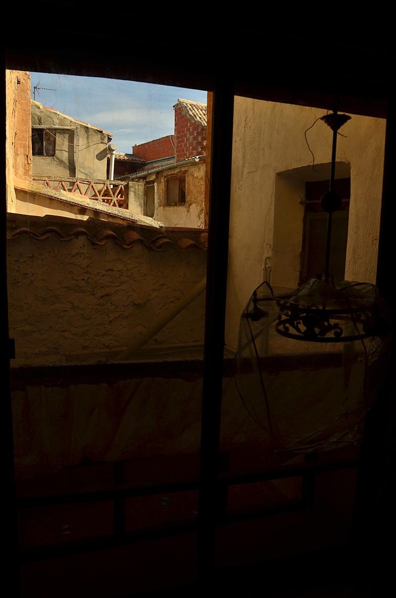 mar 04 6752 through window