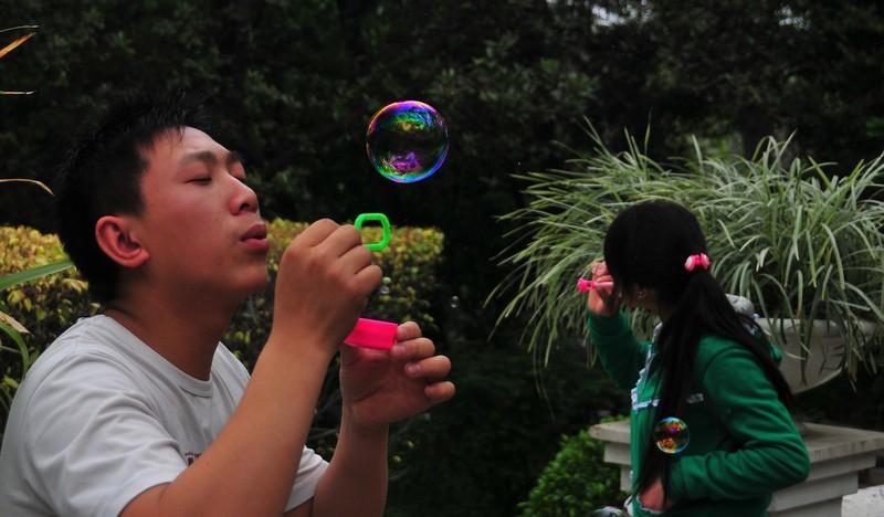 mar 06 9538 blowing a bubble