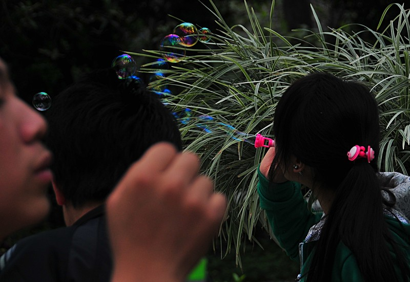 mar 06 9561 blowing bubbles