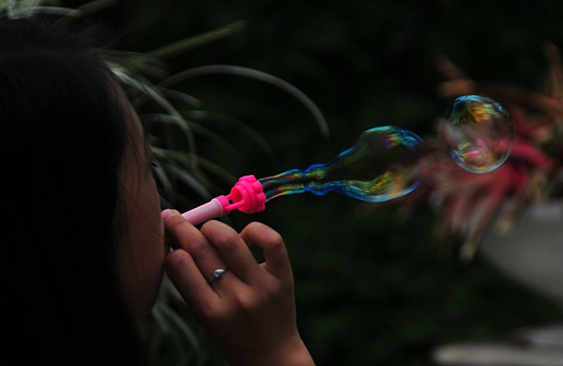 mar 06 9568 blowing bubbles