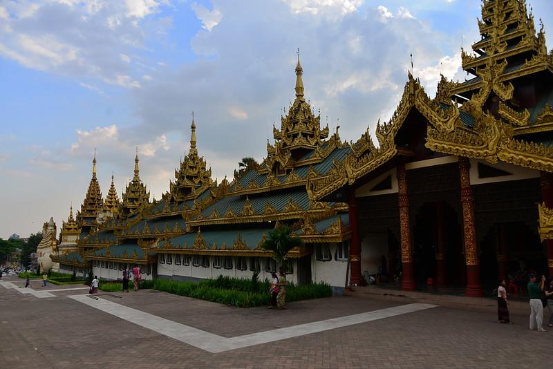 mar 07 0369 Shwedagon Pagoda