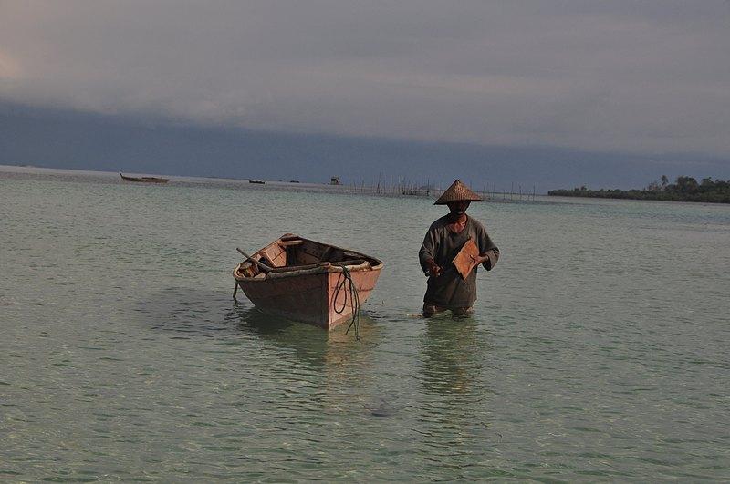 mar 07 4242 boat man