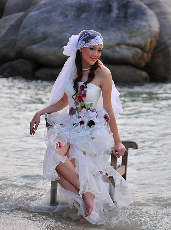 mar 13 7859 bride sitting