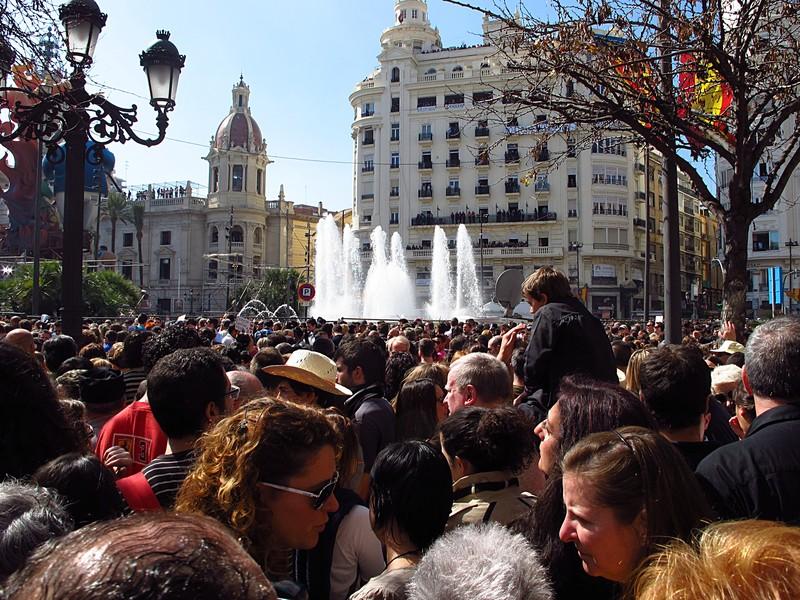 mar 16 3588 people fountain