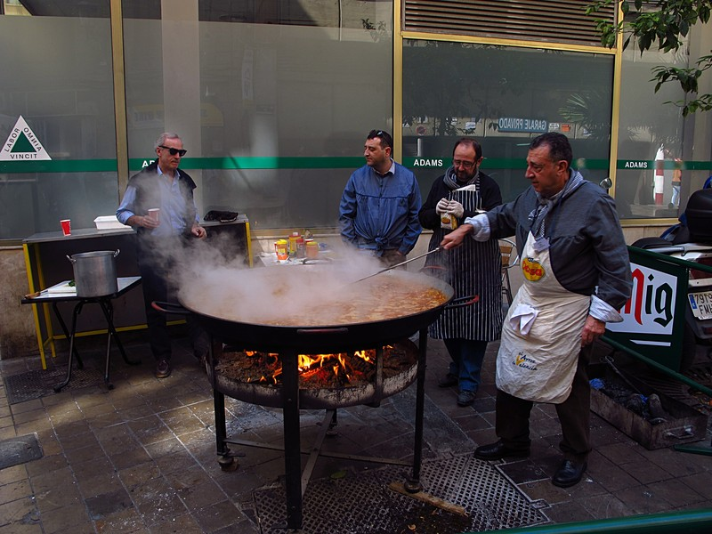 mar 16 3605 making paella