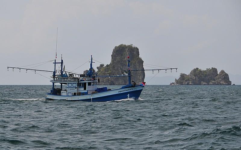 mar 18 8608 fishing boat islands
