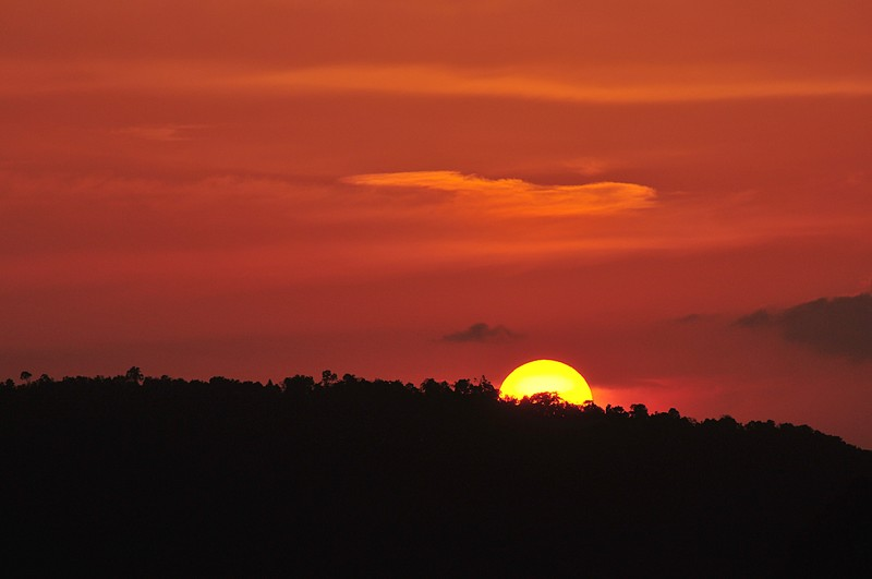 https://s3.amazonaws.com/s3.frank.itlab.us/photo-essays/small/mar_20_9150_krabi_sunset.jpg
