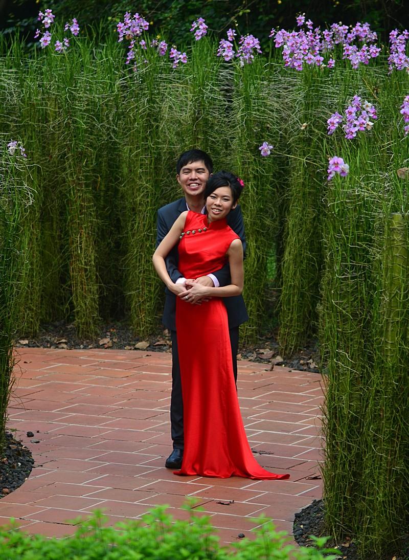 mar 25 9325 garden couple