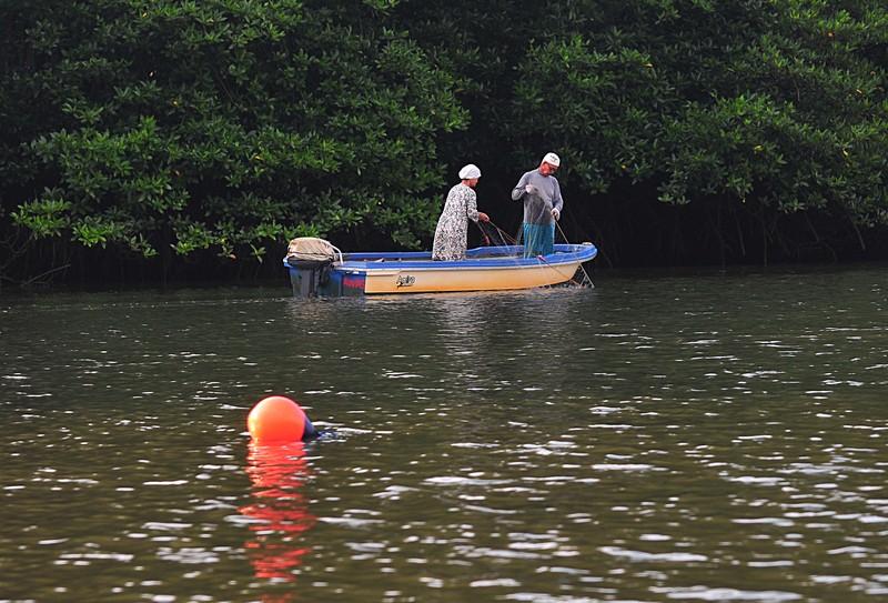 mar 27 0346 fishing couple