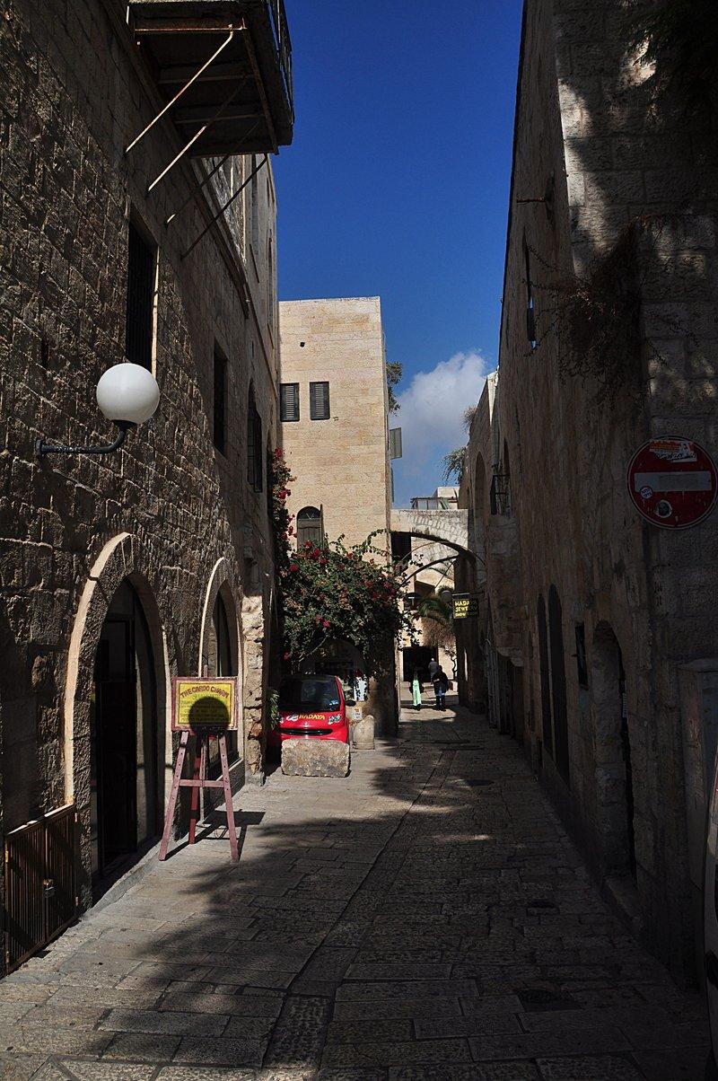 nov 20 2506 narrow street