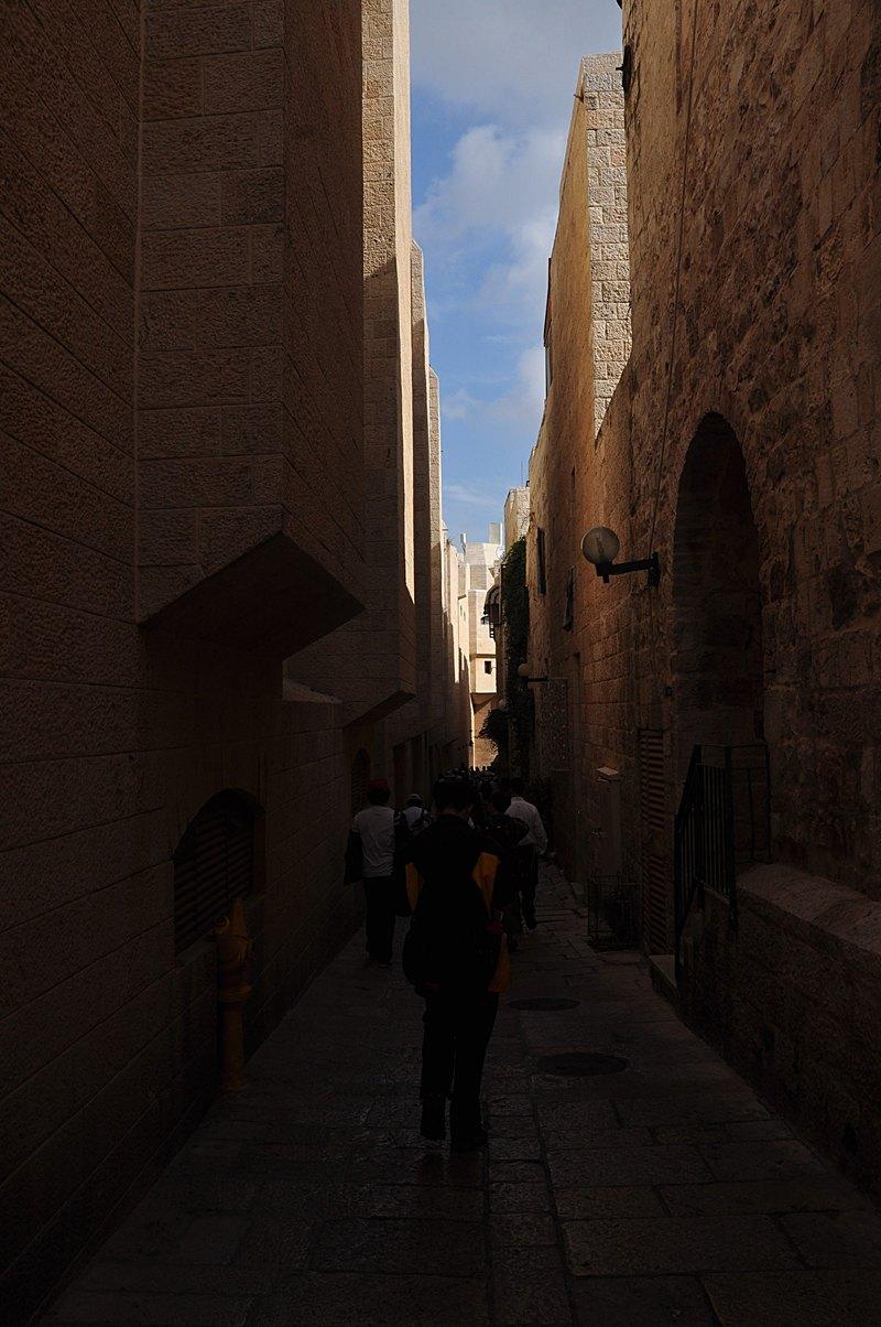nov 20 2510 narrow street