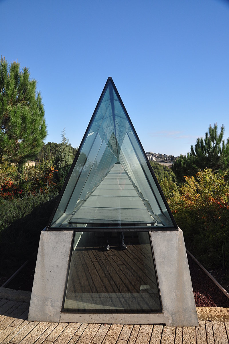 essay on holocaust museum